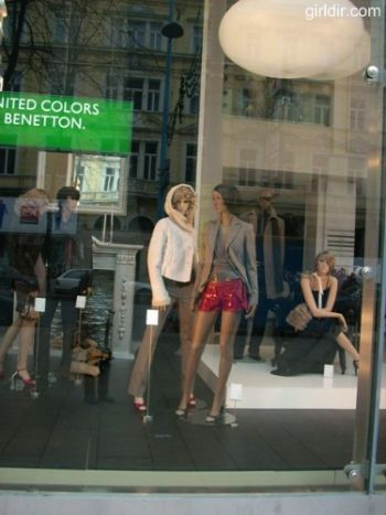 Window Shopping United Colors of Benetton 1